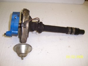 DISTRIBUTOR W VACCUM ADVANCE V6 USED
