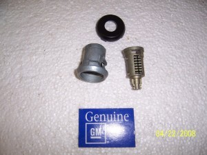 REAR HATCH LOCK CYLINDER KIT NOS GM